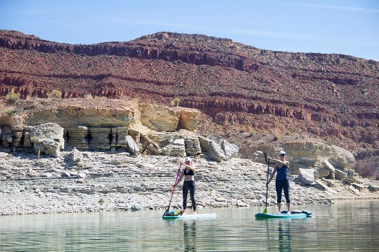 Hurricane, UT: Effortless paddling along multicolored shores.