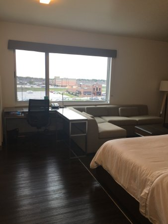 West Fargo, ND: Clean rooms, friendly staff & great happy hour