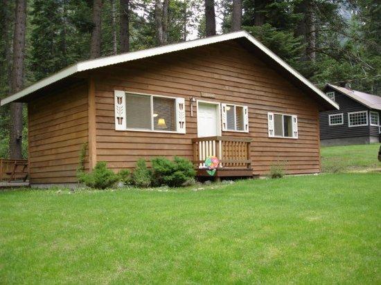 Wallowa Lake Resort: Cabin Front