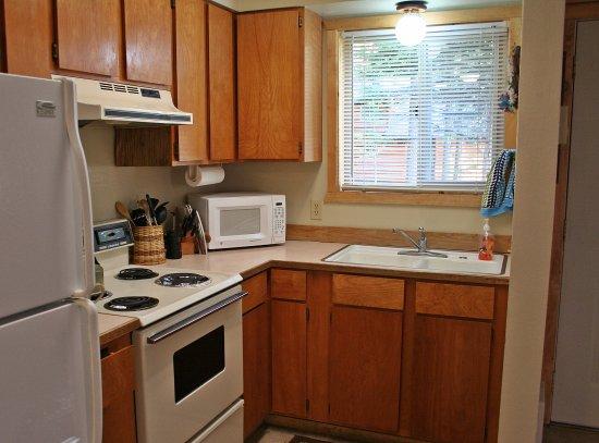 Wallowa Lake Resort: Kitchen