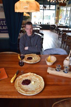 Oosterend, The Netherlands: pannenkoek met en rode wijn van cranberry