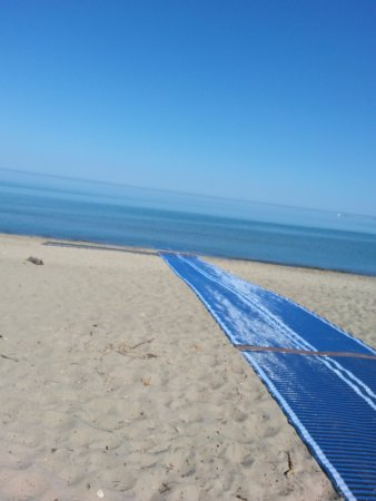 Kincardine, Canada: Wheelchair ramp on beach.
