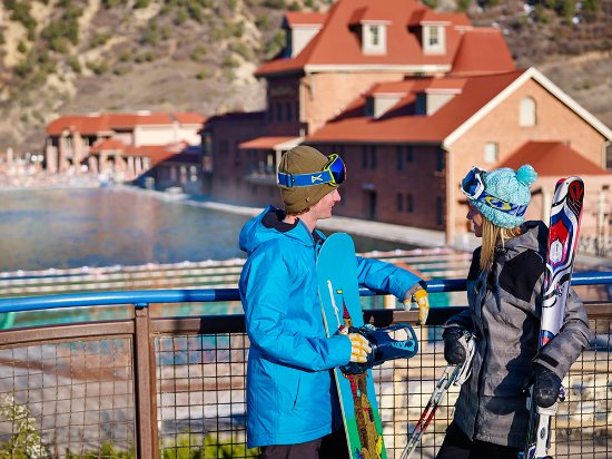 Glenwood Hot Springs Lodge: Enjoy the pool after a day of skiing in the Winter