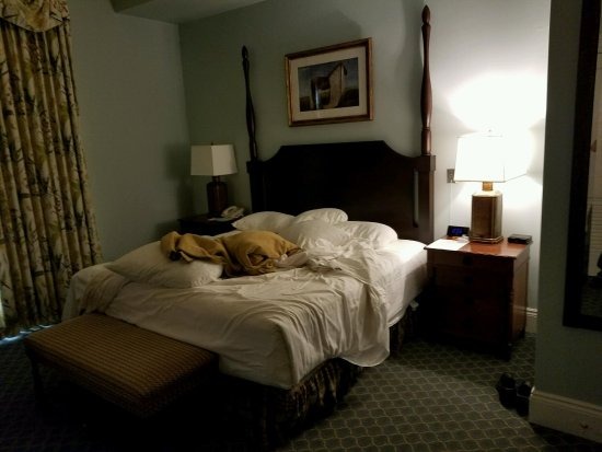 The Otesaga Resort Hotel: Our bed ... very comfy