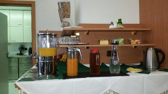 Hotel Adler: Der Frühstücksraum klein aber fein.Preis Leistung stimmen in diesem Hotel  Einzelzimmer mit Früh