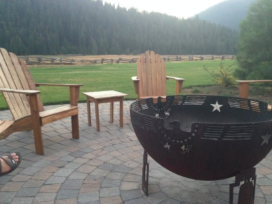 Mill Creek, Californie : Firepit at meadow's edge