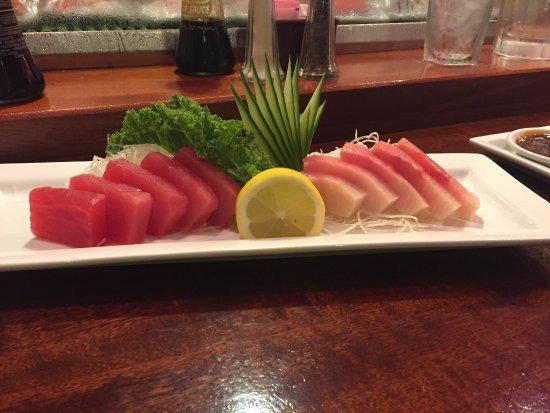 Mt Fuji Japanese Restaurant: Yellow Tail and Tuna Sashimi