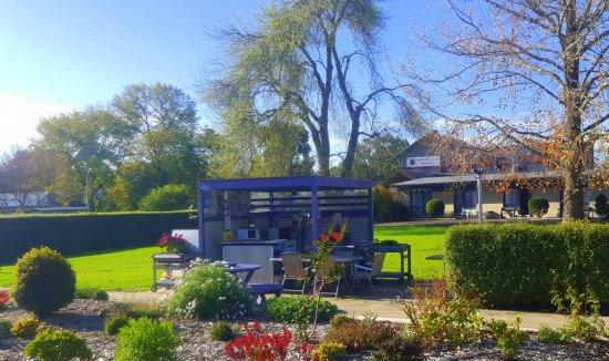 Meeniyan, Australien: Free outdoor kitchen & bbq facilities