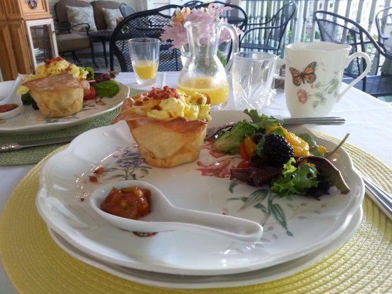 The Kenwood Inn: Breakfast sample: also included (not shown) a strawberry parfait & blueberry pound cake