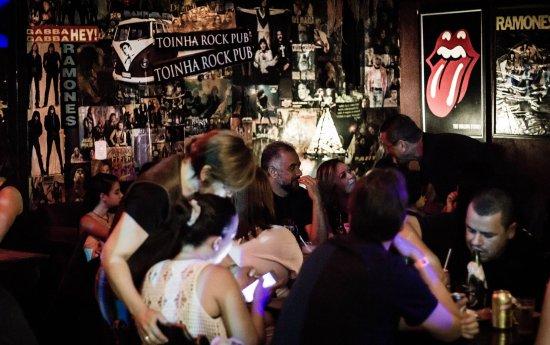 Toinha Rock Pub: Piso térreo do Toinha. Bom pra comer e beber. No porão rola banda de rock.