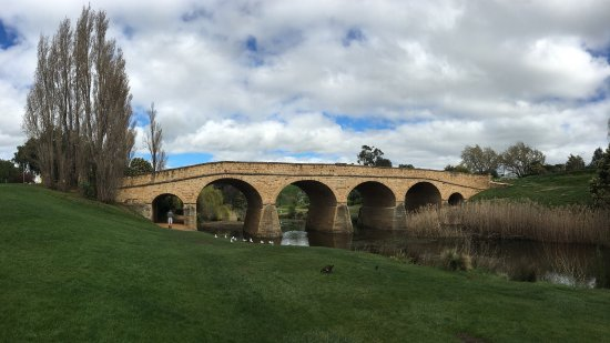 Richmond, Australien: Nice relaxed place by a creek to sit quietly and relax.