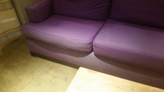 The Chelsea: Worn, dirty lobby furniture