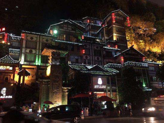 Roof City Riverview Hotel : ホテルの夜景