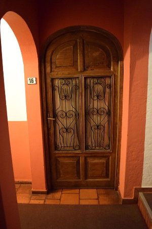 Hostal El Patio: Door iron work