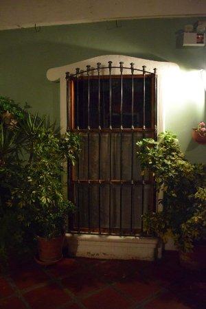 Hostal El Patio: Window iron work