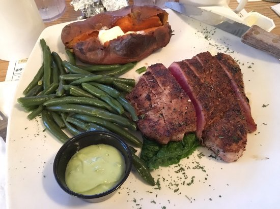 Surf City, Nueva Jersey: Ahi Blackened Tuna Steak w/ wasabi cream sauce (+ string beans & baked sweet potato)