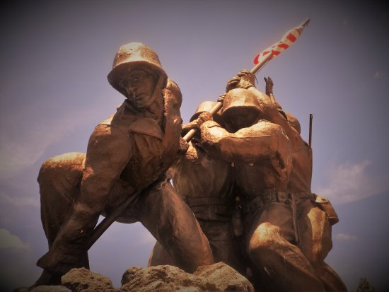 Cape Coral, FL: Iwo Jima statue facing Veteran's Memorial Parkway.