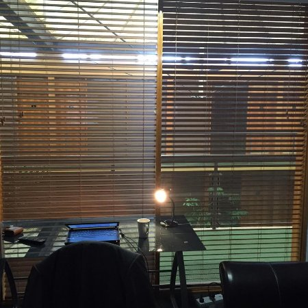 Queanbeyan, Австралия: Window to the hallway