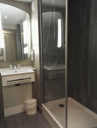 Ibis Toulon La Valette: Nouvelle salle de douche