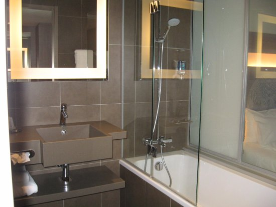 salle de bain avec baignoire photo de novotel paris gare de lyon paris tripadvisor. Black Bedroom Furniture Sets. Home Design Ideas