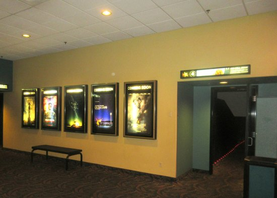 Όρος Shasta, Καλιφόρνια: Theater Hallway, Mt. Shasta Cinemas, Mt. Shasta, Ca