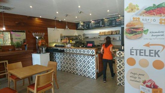 Tata - Korzó restaurant - Ambiente