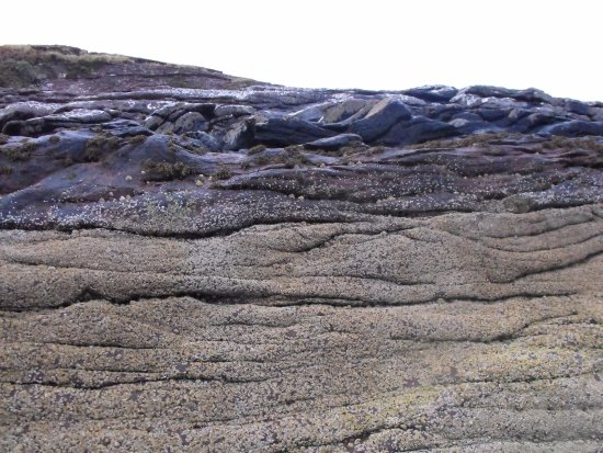 Rhue, UK: Rock formation at the beach