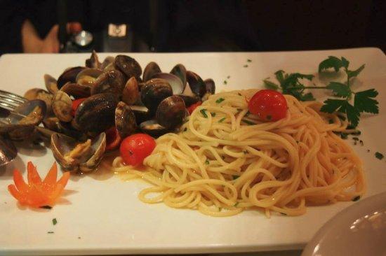 Al Chianti: clam pasta