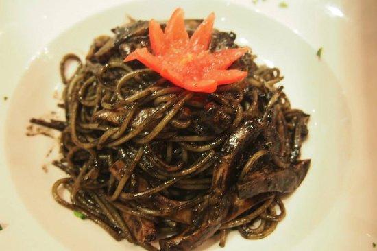 Al Chianti: squid pasta