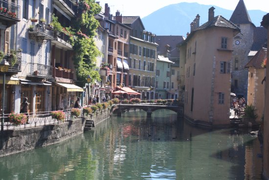 Annecy le canal du vass picture of lac d 39 annecy for Piscine a annecy