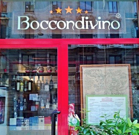 Lo incontri così, al 17 di Via Carducci, a Milano..... - Picture of ...