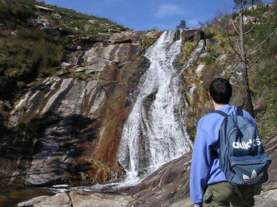 A Pobra do Caramiñal, España: Cascada de las piscinas naturales