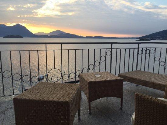 Grand Hotel Dino: Alba sul lago Maggiore....