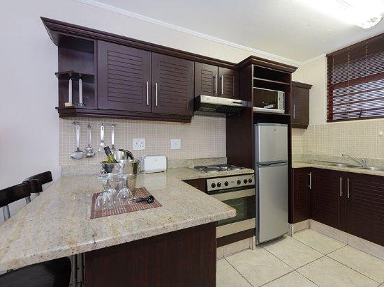 Umdloti, Afrika Selatan: Studio - Modern and well-equipped kitchen