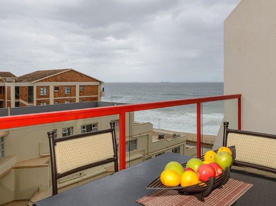 Umdloti, Afrika Selatan: Studio - Unwind on the patio and take in the refreshing sea breeze