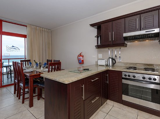 Umdloti, Afrique du Sud : 2 Bedroom - Modern and well-equipped kitchen