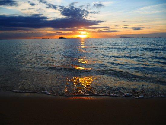 Lipa Noi, Tailandia: Закат на пляже