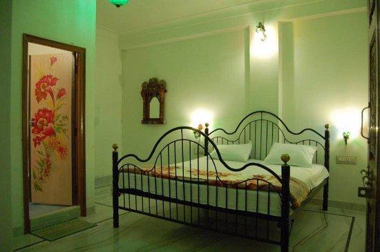 Hotel Lake Haveli