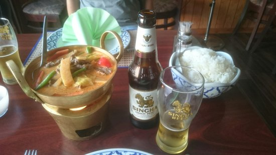 Roedby, Dinamarca: Red curry with beef and sweet'n sour duck