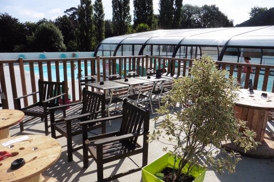 Фузнан, Франция: bar et piscine