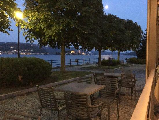 Pella, Italia: vista dell,isola di San Giulio