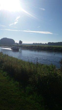 Dalfsen, Pays-Bas : Restaurant Aan de Oever bij Mooirivier