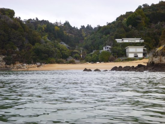 Kaiteri Lodge: Little Kateriteri beach from the water