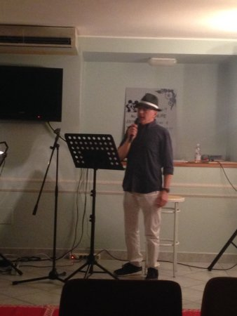 Hotel Principe: Proprietario ottimo cantante