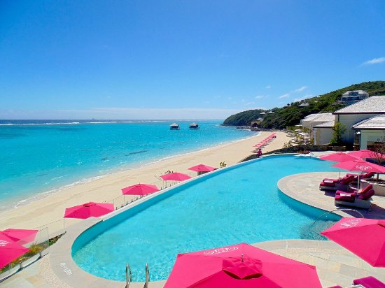 The Pink Sands Club: The Pink Sands Infinity Pool