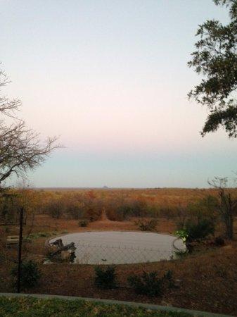 Phalaborwa, África do Sul: Waterhole at dusk.