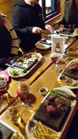 Westport, Nueva Zelanda: Kiwi experience learning about stone grill!