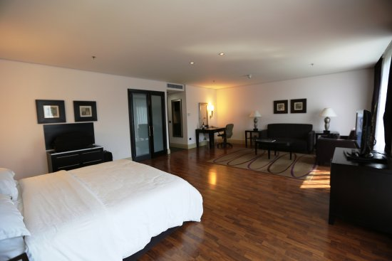 Sheraton Tirana Hotel: Room 331 - an Upgrade for my Platinum Status