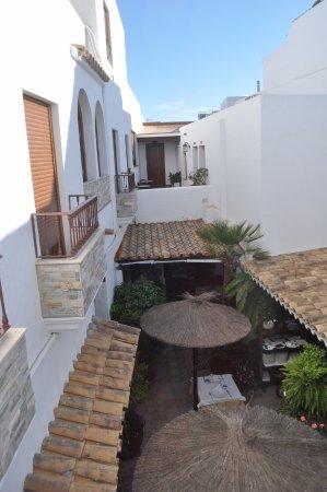 Hotel Almadrabeta : Patio interior del Hotel
