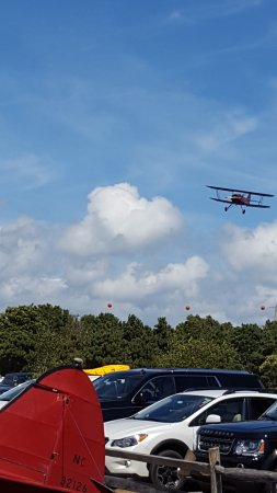 Katama Airfield : You can't watch planes land any closer than this!